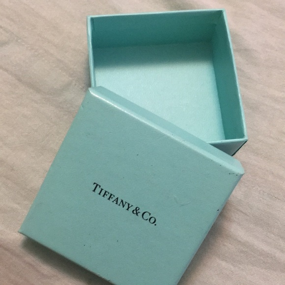 d26ff4f7cb441 Tiffany   Co. Accessories   Tiffany Co Gift Box Pre Owned 3x3 Gift ...